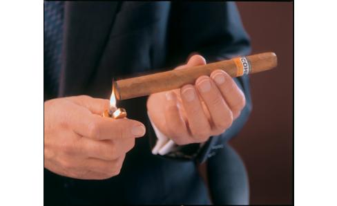 Ako cigaru zapaľovať, zapáliť cigaru, cigara zapálenie.